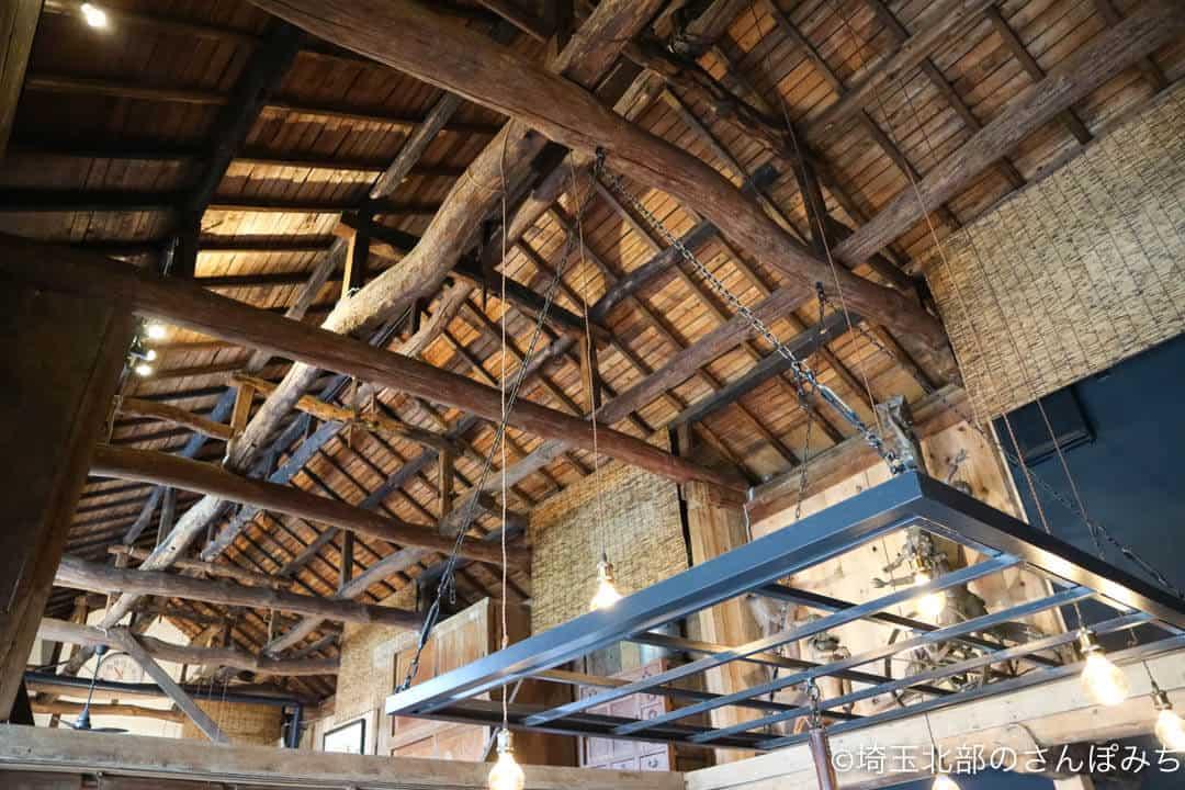 深谷・畑とキッチンカフェの天井