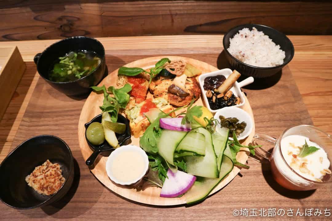 深谷・畑とキッチンカフェランチの野菜プレート