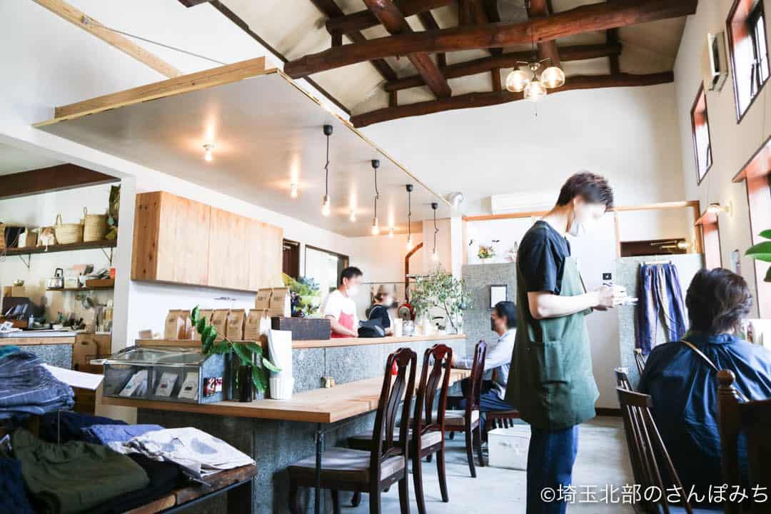 足利のカフェ・八蔵の店内