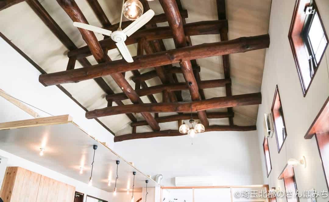 足利のカフェ・八蔵の天井