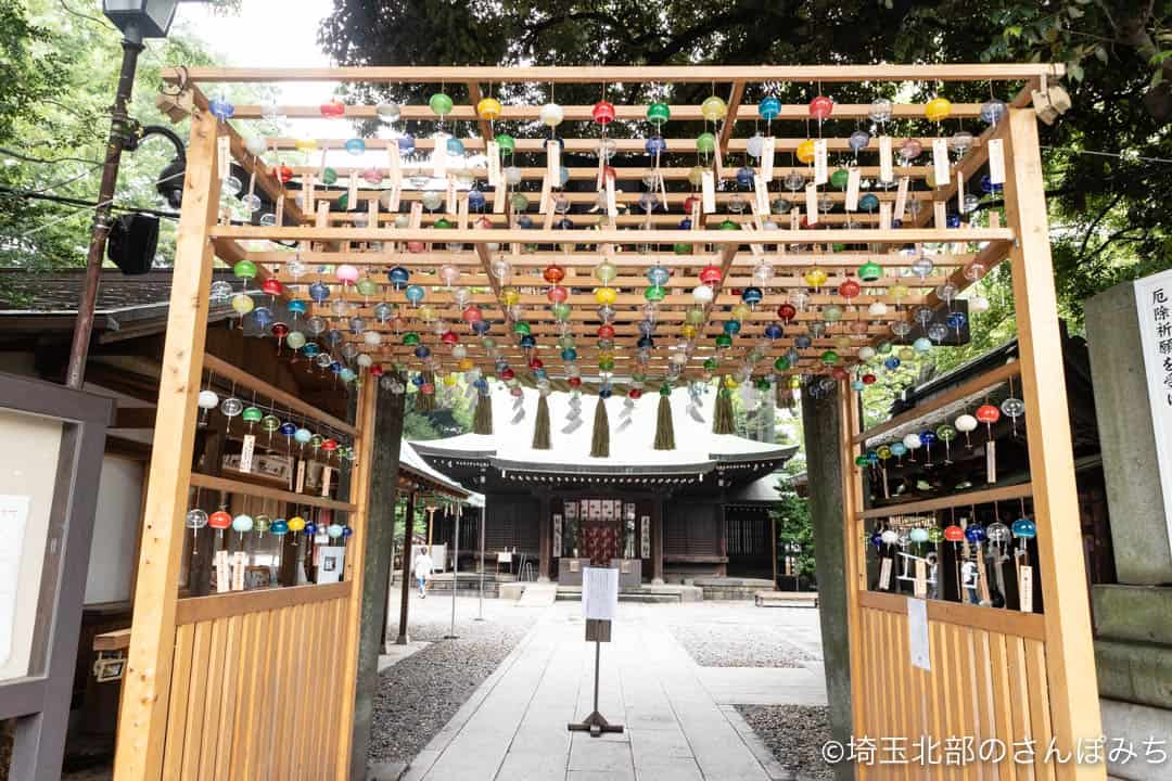 川越氷川神社の鳥居前の風鈴