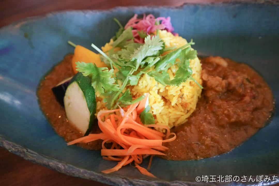 鴻巣・ニューノーマルカフェの2色のカレー(野菜・チキン)