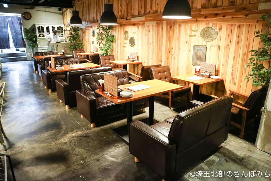 熊谷カフェ・カルペディエムの店内