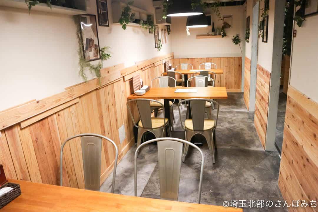 熊谷カフェ・カルペディエムのテーブル席