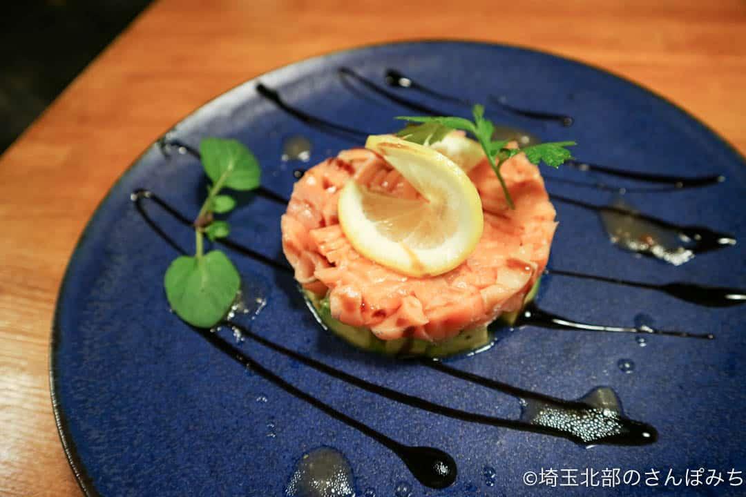 熊谷カフェ・カルペディエムのアボカドとサーモンタルタル