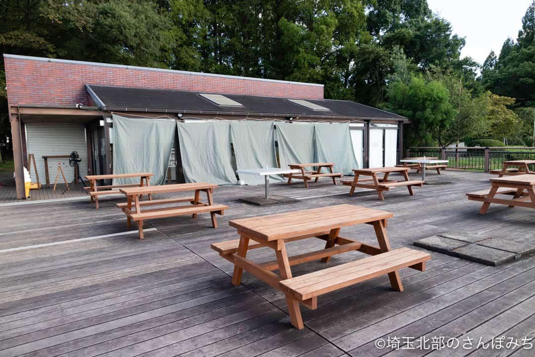 久喜菖蒲公園カフェビーコン前のテラス席