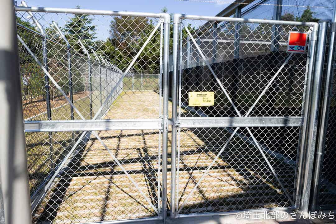 鴻巣市コウノトリ飼育施設の展示入口